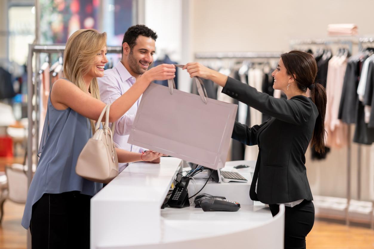 Sales-Associate-Qualities-Blog